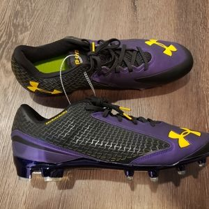Under armour mens baseball cleats.